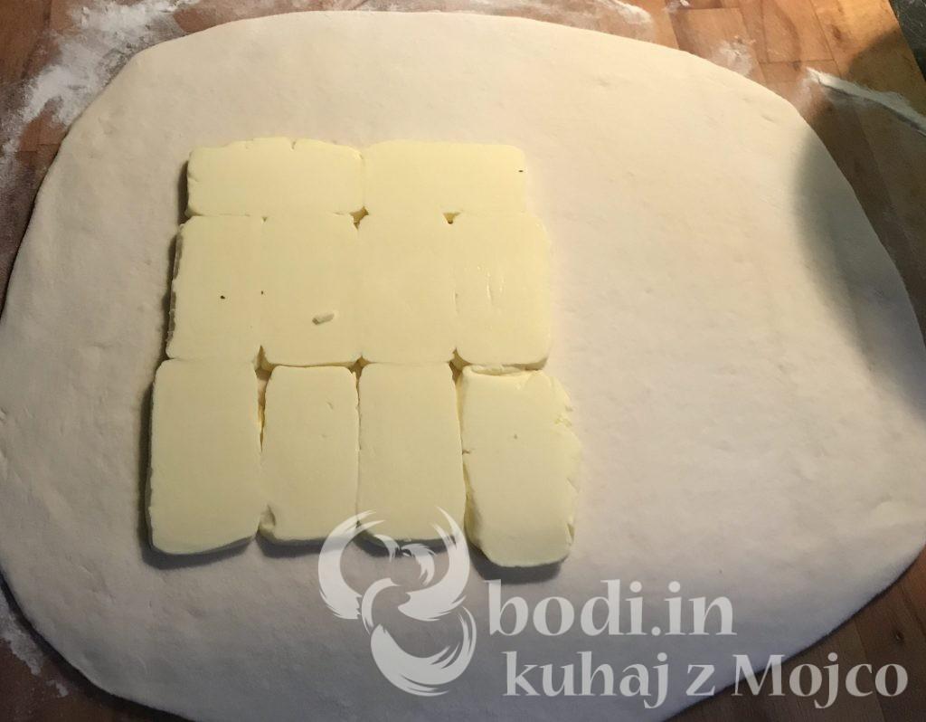 Razvaljamo, dodamo maslo in ...